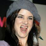 Juliette-Lewis-Tongue-99