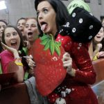 Katy-Perry-Tongue-Pic_(6)