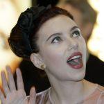 Scarlett-Johansson-tongue-009